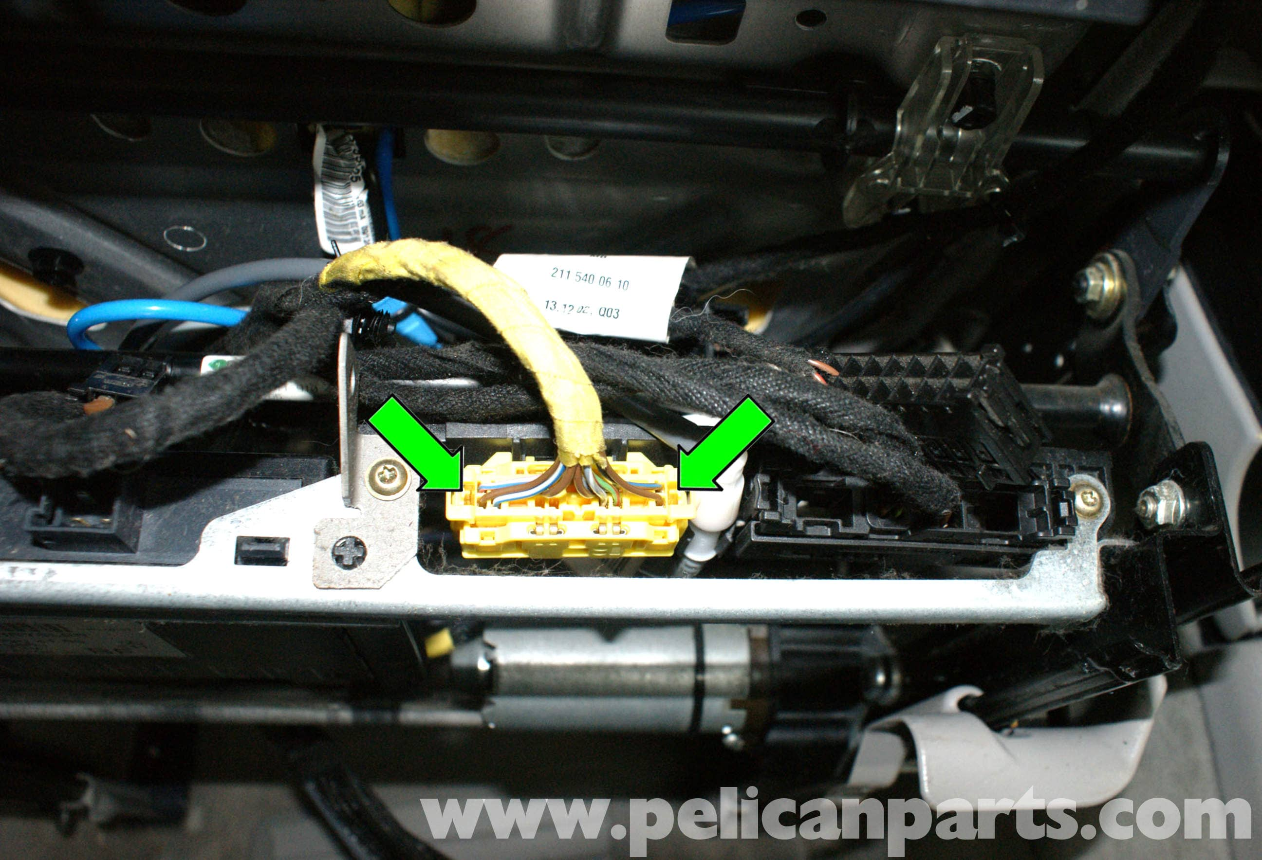 pic07 mercedes benz w211 front seat removal (2003 2009) e320, e500, e55  at mr168.co
