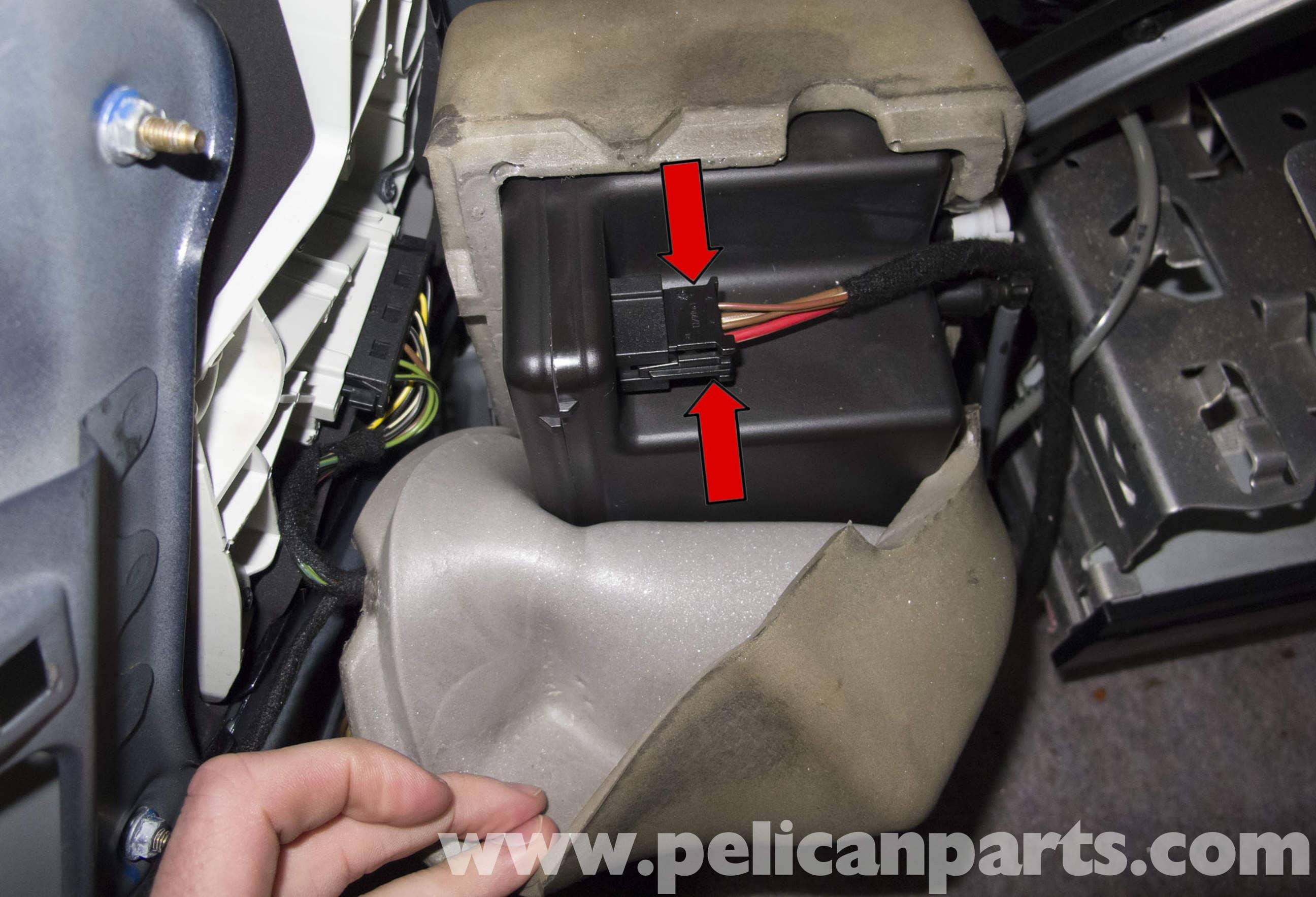 Mercedes Benz W211 Dynamic Seat Vacuum PumpReservoir
