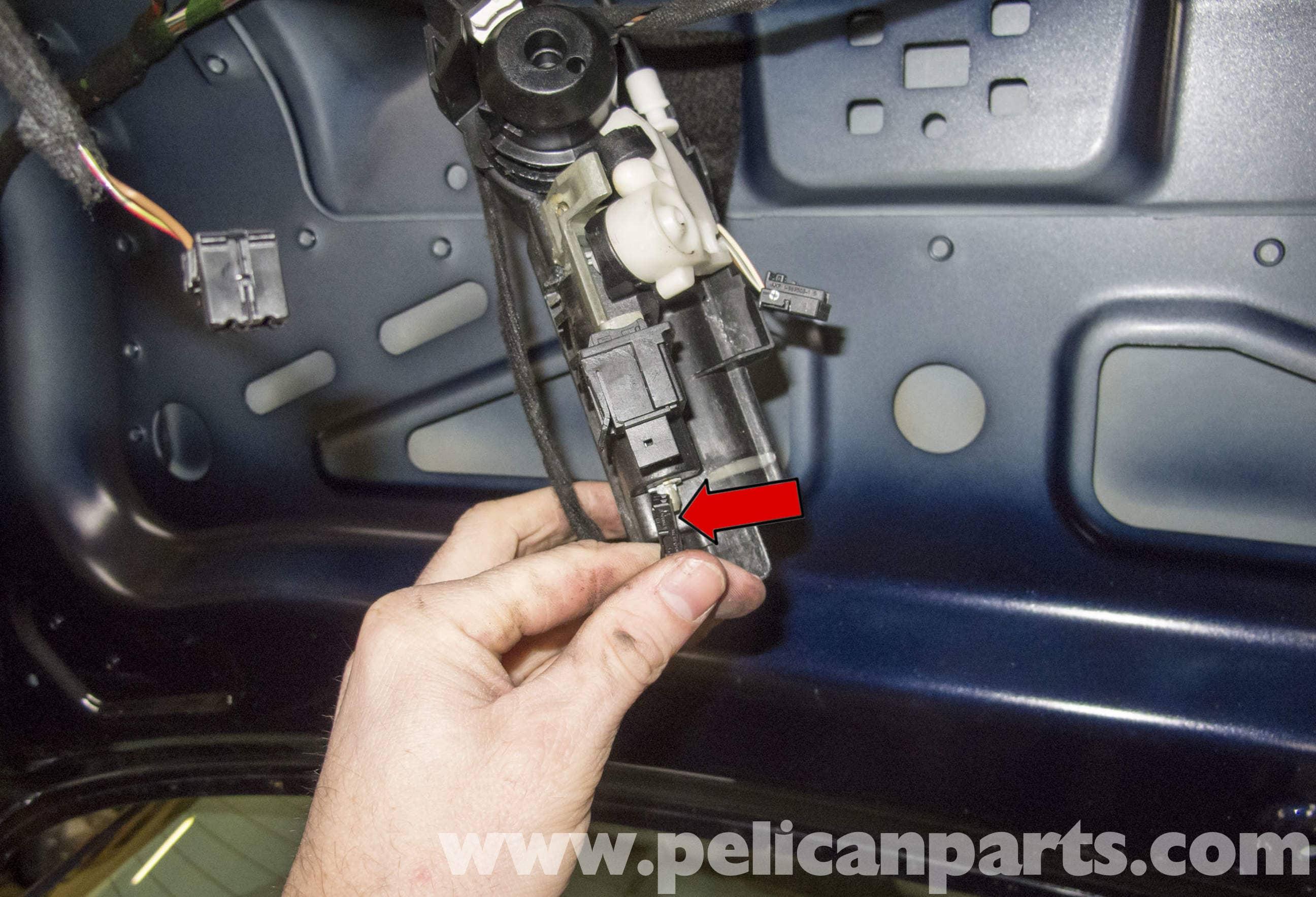 Mercedes benz w211 trunk lock cylinder handle and latch for Mercedes benz door lock problem