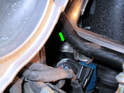 Shown here is the location of the right rear T30 Torx screw holding the fuel rail to the intake manifold (green arrow).