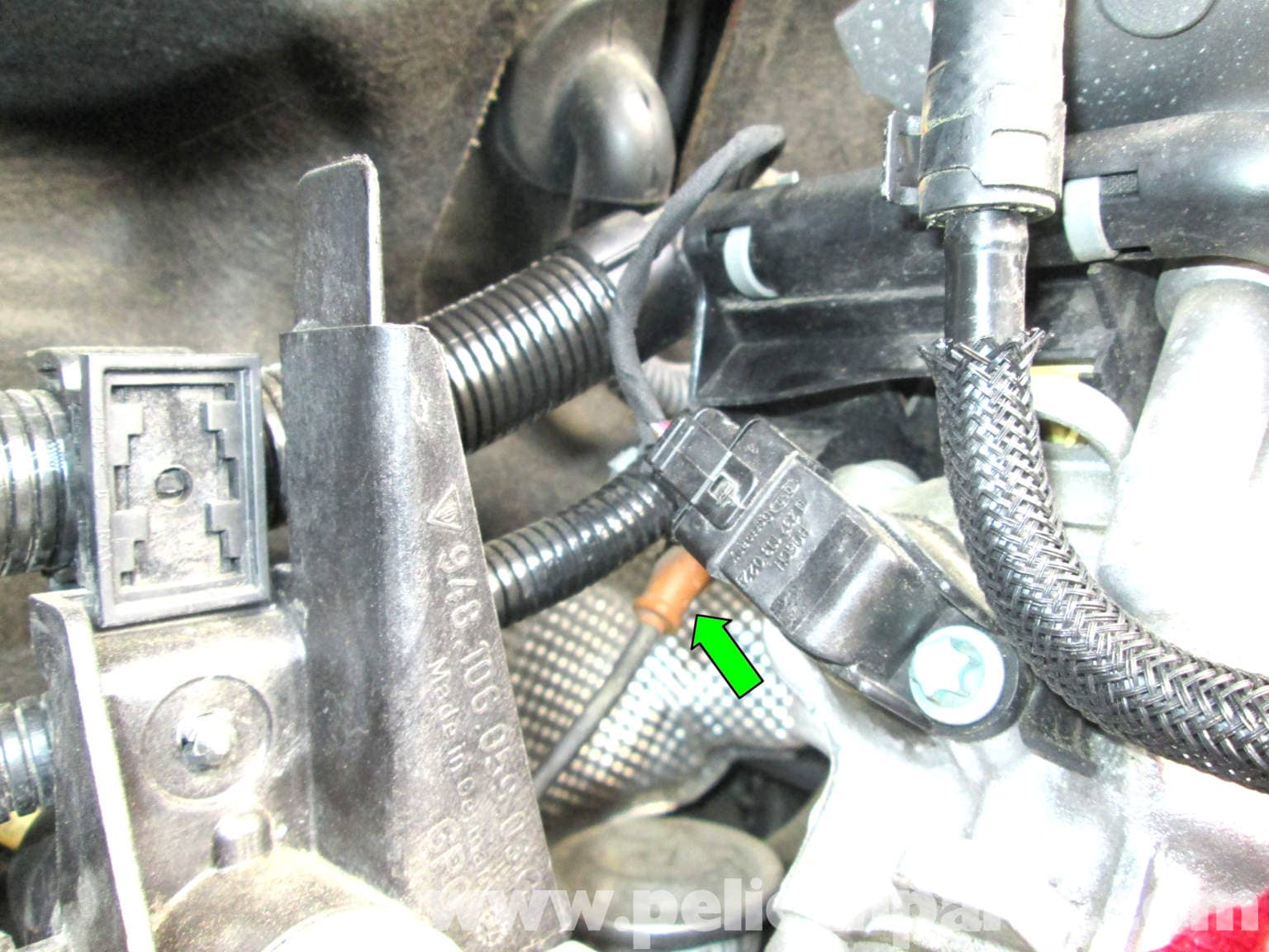 pic03 porsche cayenne crankshaft position sensor replacement 2003 2008  at gsmportal.co