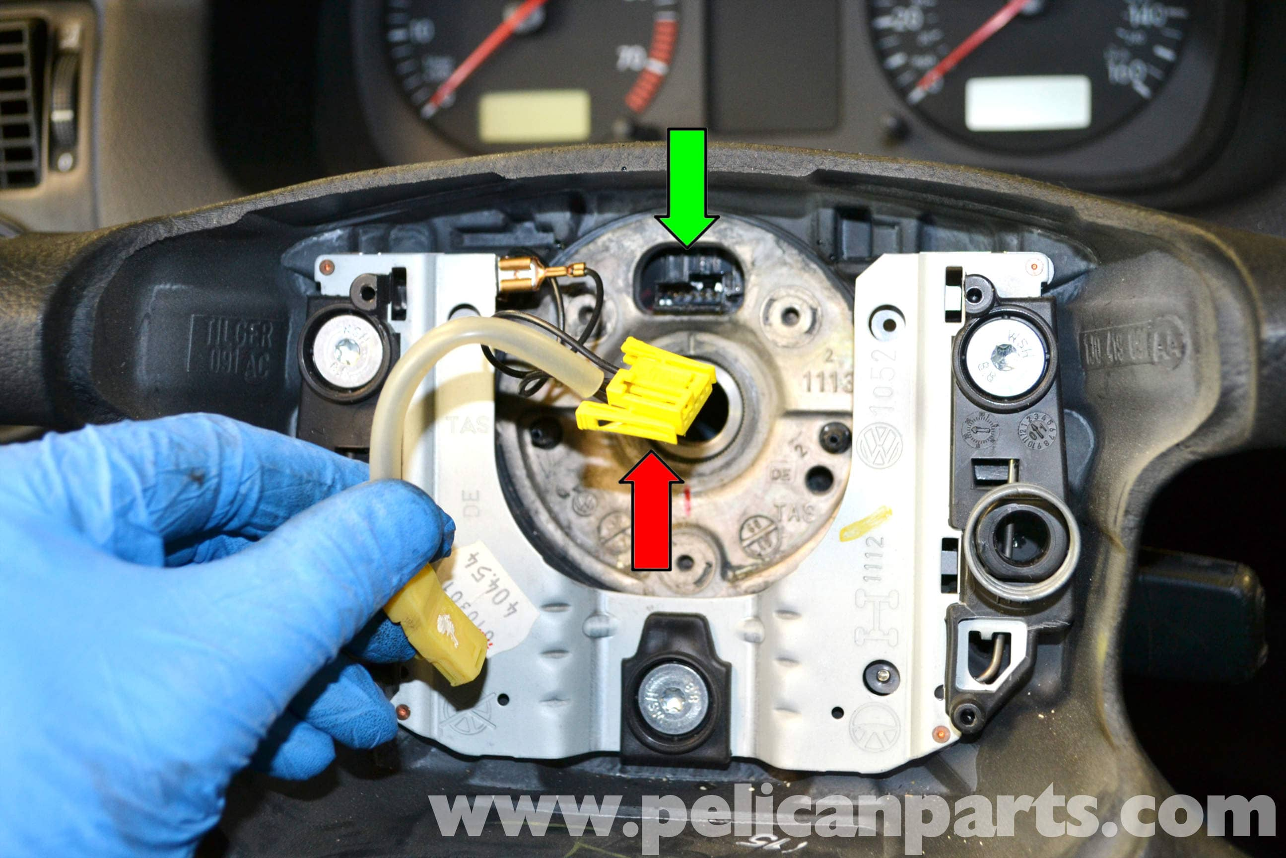 pic10 volkswagen golf gti mk iv steering wheel and air bag removal (1999 74 VW Beetle Wiring Diagram at aneh.co