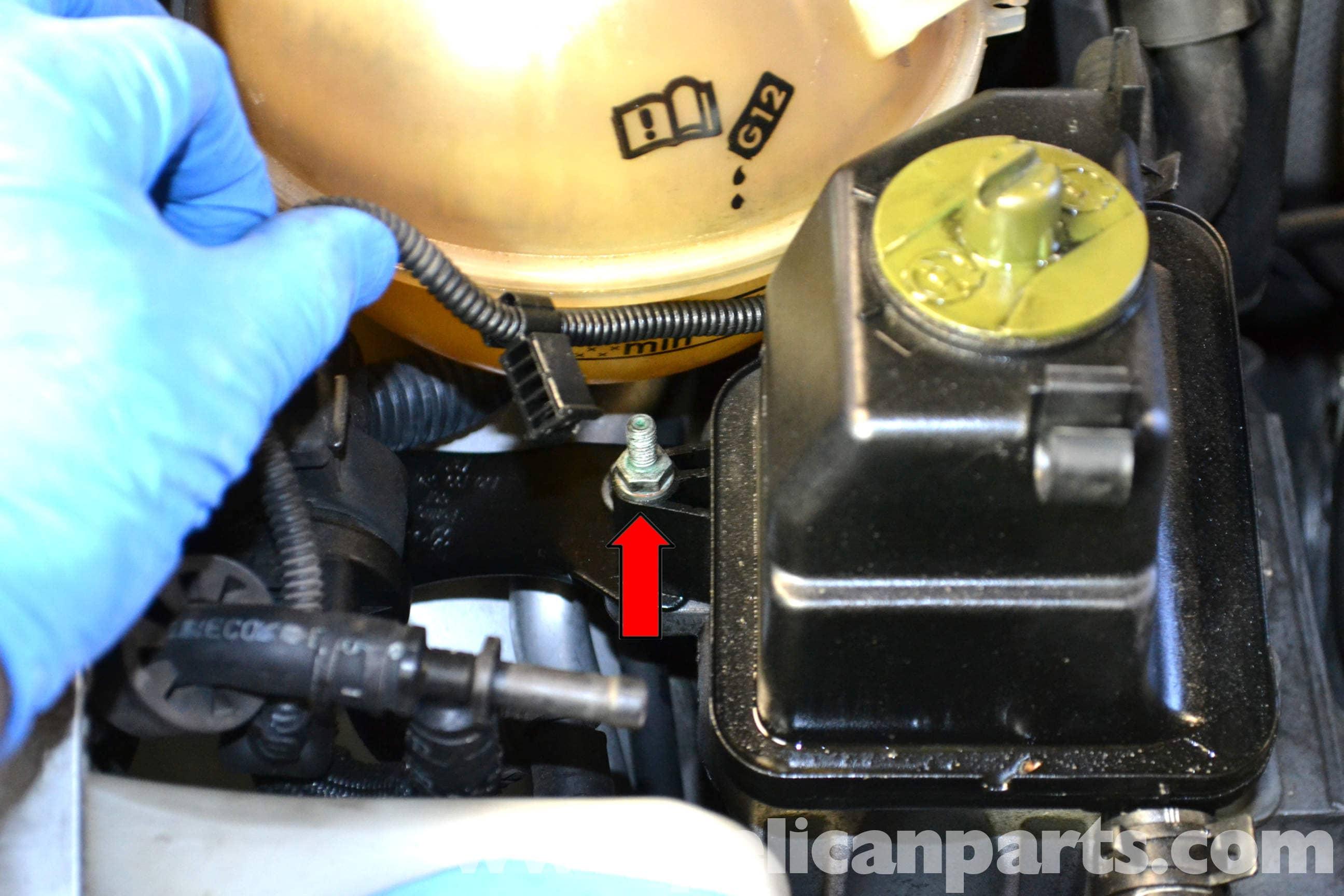 Volkswagen Golf Gti Mk Iv Power Steering Pump And Reservoir Replacement  1999-2005