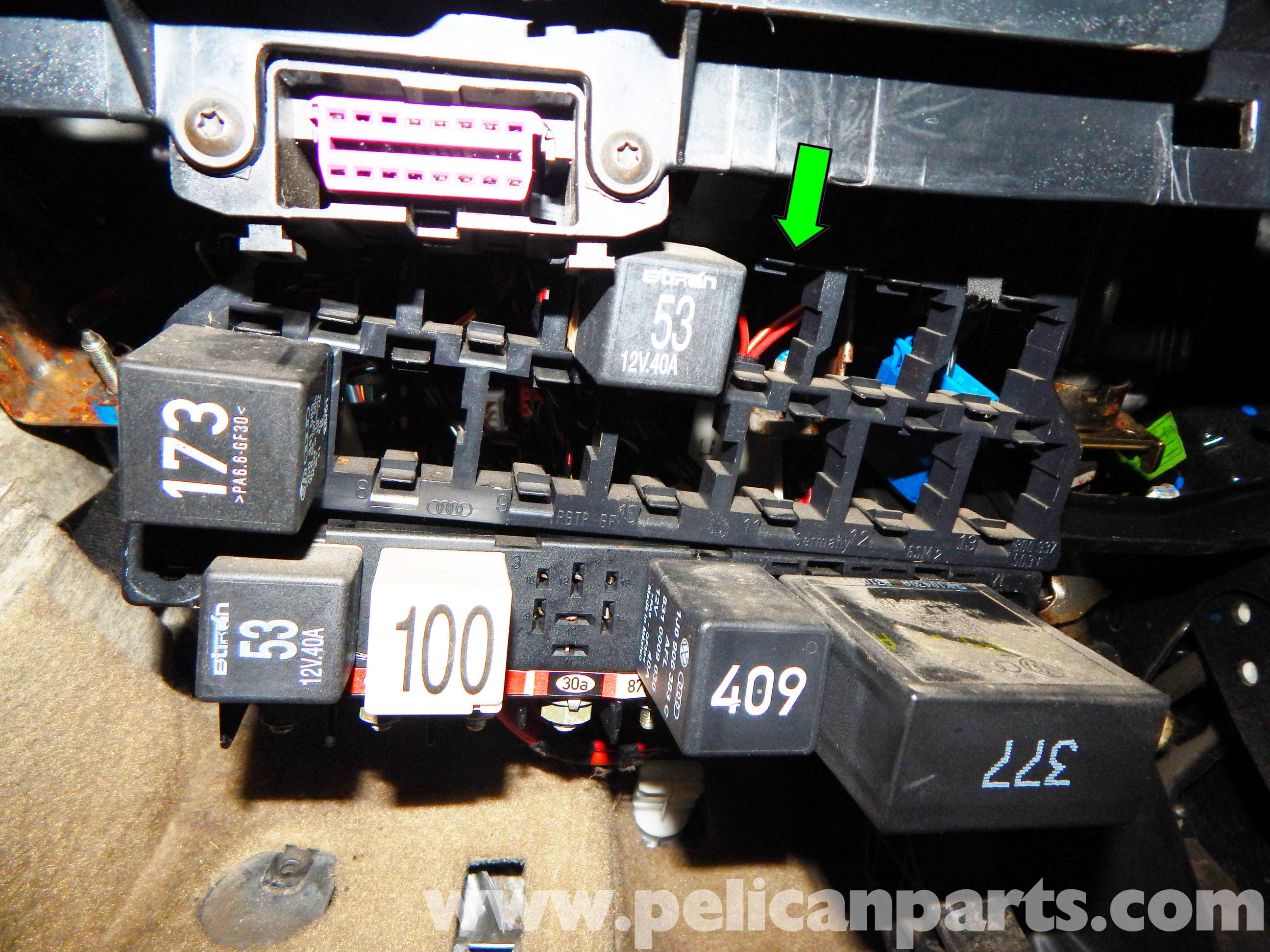 Volkswagen Jetta Mkiv Relay Panel Access And Replacement 1999 2003 Instrument Cluster Fuse Box Diagram Large Image Extra