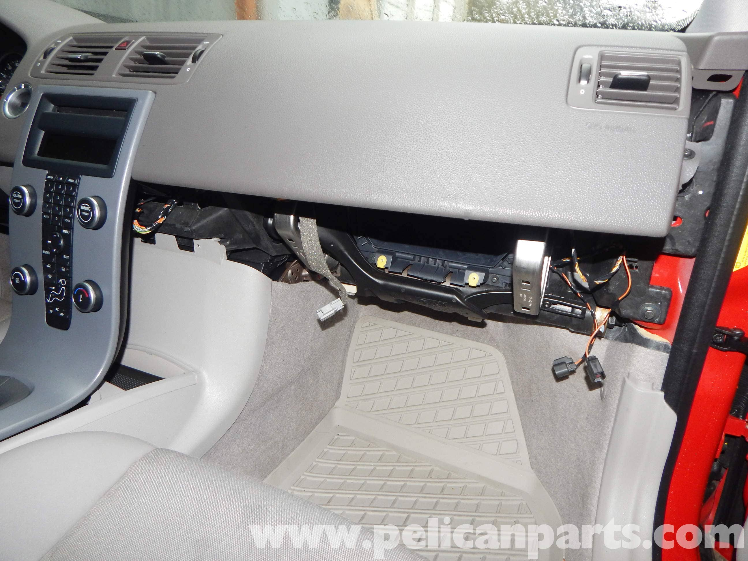 Volvo C30 Glove Box Removal T5 2008 2013 R Design Fuse Large Image Extra