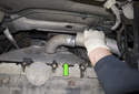 Remove the hot air pipe from the exhaust manifold and move it toward the cylinder head (green arrow).