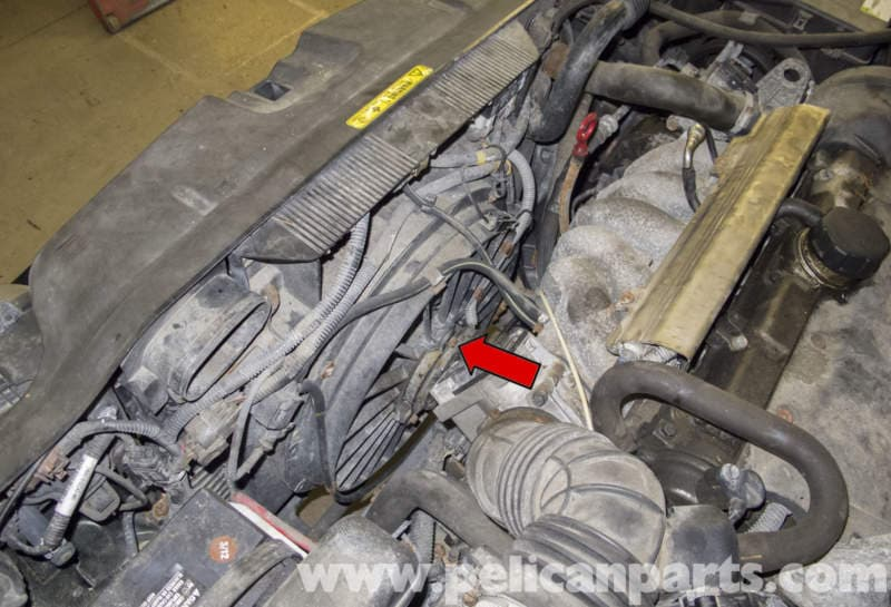 Volvo V70 Cooling Fan Replacement (1998-2007) - Pelican Parts DIY Maintenance Article