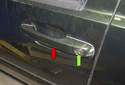 The door handle (red arrow) and lock cylinder (green arrow) are replaced as one unit.